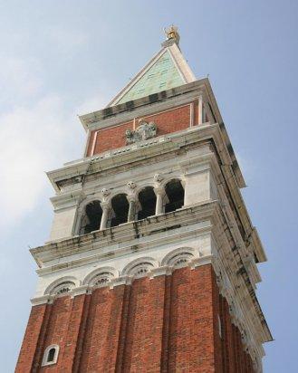 campanario-san-marcos-venecia-cerca