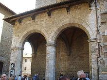 San_gimignano_piazza_duomo_loggia_01