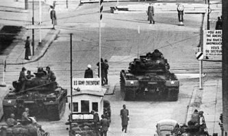 Checkpoint-Charlie-Photo3