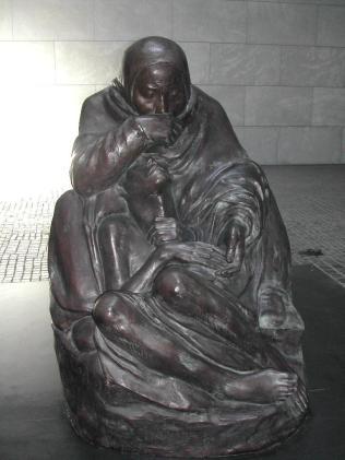 Escultura-en-Neue-Wache