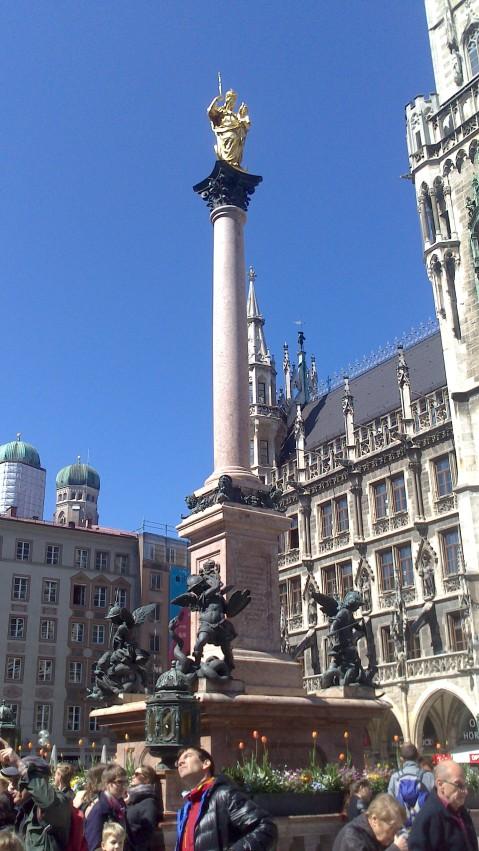marienplatz-estatua-de-la-virgen