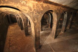 interior-antiguos-ddepositos-de-agua