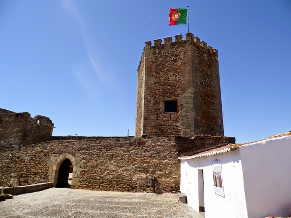 castillo-monsaraz-entrada
