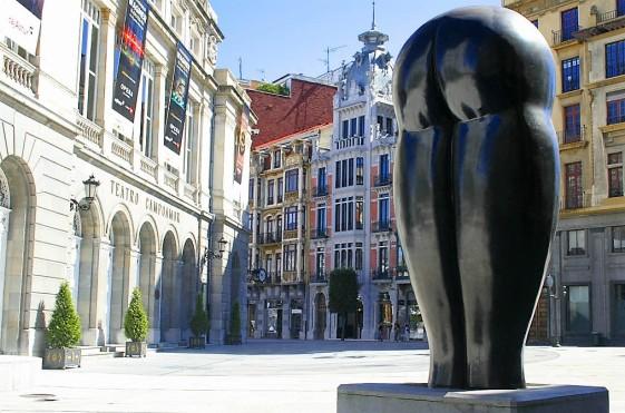 Oviedo_estatuas_Culo1 (1)