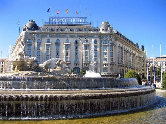 plaza_de_canovas_del_castillo_madrid_03