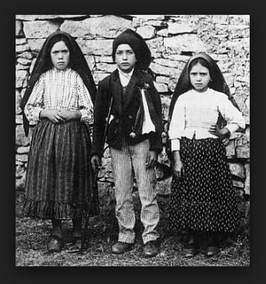 los-tres-pastorcitos-y-la-aparicion-el-13-de-mayo-de-la-virgen-de-fatima