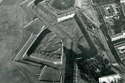 Matadero y lienzo muralla que se derribaría 1914